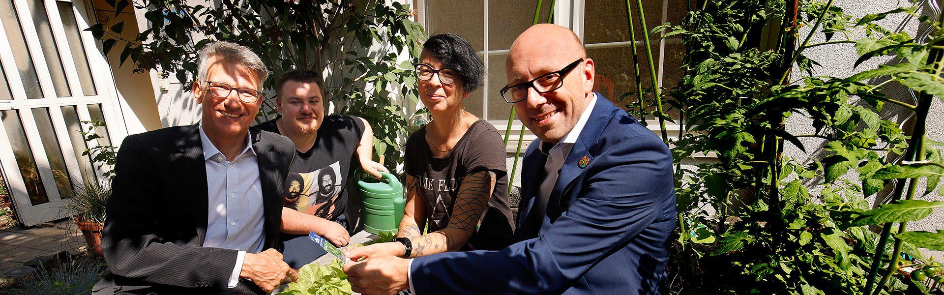 Header Bild Essbare Teestube: Mit Gartenarbeit Menschen fördern