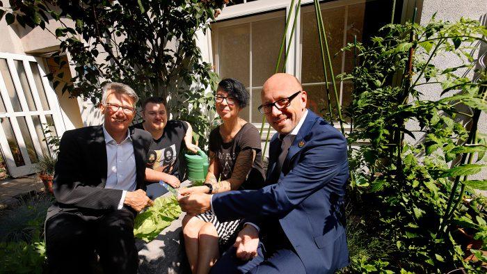 Essbare Teestube: Mit Gartenarbeit Menschen fördern