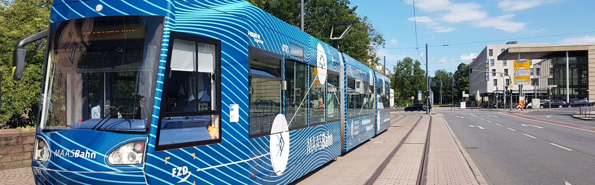 Header Bild Kooperationsprojekt stellt Forschungs-Straßenbahn zum automatisierten Fahren vor